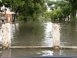 Vítimas das chuvas poderão sacar o FGTS em Vila Velha (Foto: Reprodução/TV Gazeta)