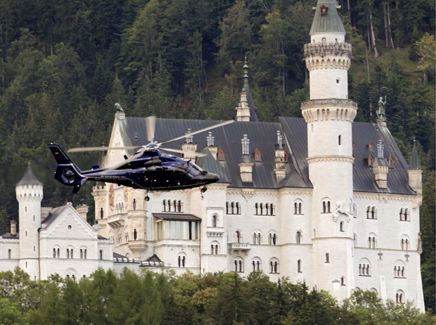 Teleférico faz parte da visitação do Castelo de Neuschwanstein (Foto: Peter Samer/AP)