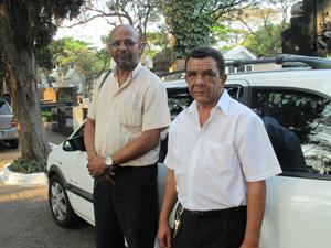 Taxistas Jaime Silva e Nilton Barbosa: 'Falta civilidade' (Foto: Marcelo Mora/G1)