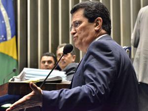 O ex-ministro e senador Alfredo Nascimento durante discurso no Senado (Foto: Agência Senado)