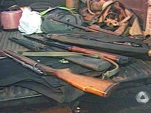 Armas de caça apreendidas no Pantanal - MS (Foto: Reprodução/TV Morena)