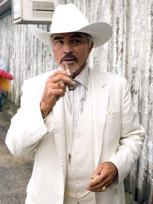 O ator Burt Reynolds, em cena de 'Os gatões - Uma nova balada' (Foto: Divulgação)