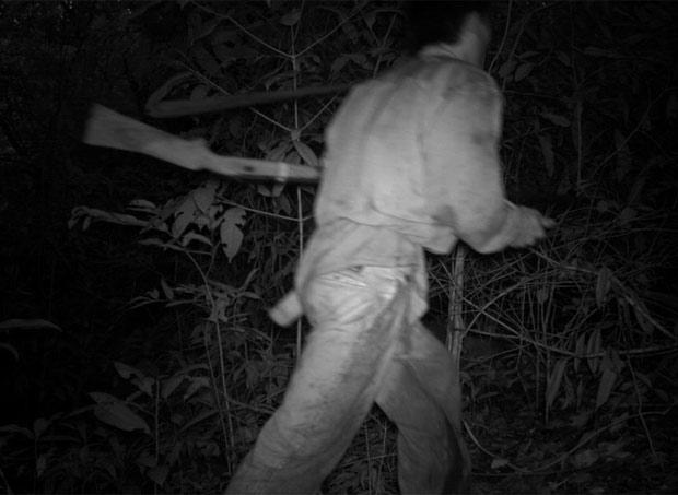 O estudo também flagrou caçadores, como este homem armado no Laos. (Foto: TEAM Network/Divulgação)