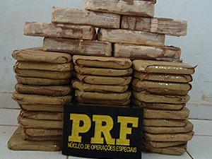 Polícia apreende mais de 45 quilos de pasta base de cocaína (Foto: Divulgação / PRF)
