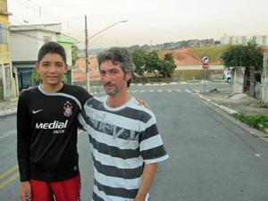 Pedro e César Jacó, criadores do blog Itaquerão ao Vivo (Foto: Marcelo Mora/G1)
