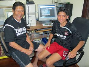 Pedro e o avô João: 'É difícil de acreditar' (Foto: Marcelo Mora/G1)