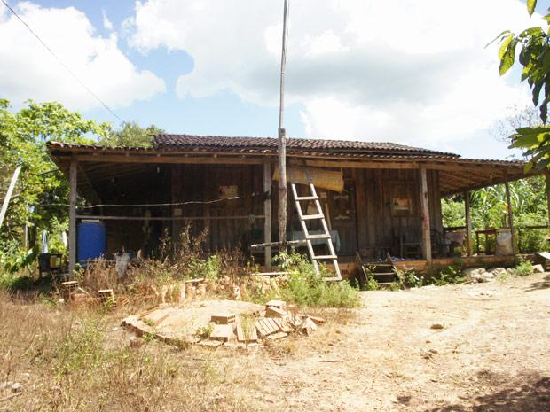 Casa do extrativista José Claudio, vizinha ao local do atentado ocorrido nesta quinta-feira (18) (Foto: Glauco Araújo/G1)