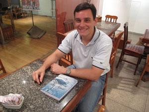 Pedro Siqueira pretende lançar outros três livros (Foto: Patrícia Kappen/G1)
