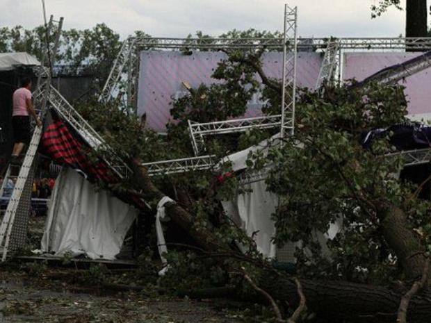 Tenda do festival belga Pukkelpop desaba nesta quinta-feira (18) (Foto: AFP)