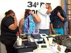 Polícia flagra grupo especializado em falsificações durante compra na BA (Foto: Reprodução/ TVBA)
