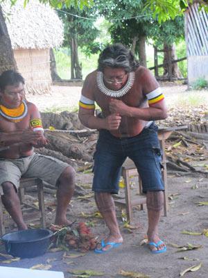 A tribo do cacique Ireô Kayapó, líder caiapó, não será atingida, mas ele defende maior discussão sobre transposição das embarcações (Foto: Mariana Oliveira / G1)