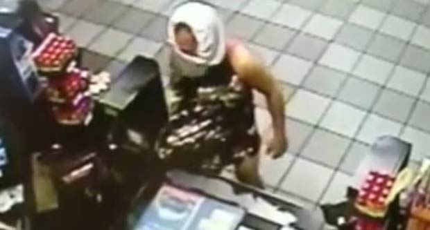 Ladrão usou calcinha como máscara para roubar loja. (Foto: Reprodução)