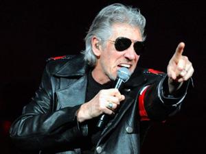 O cantor Roger Waters durante apresentação em Berlim, capital alemã, em junho deste ano (Foto: AFP)