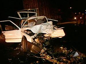 Carros batem de frente e três pessoas morrem em estrada da Bahia (Foto: Reprodução/TV Bahia)