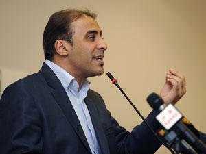 Moussa Ibrahim faz pronunciamento à imprensa neste domingo (21) (Foto: Reuters)