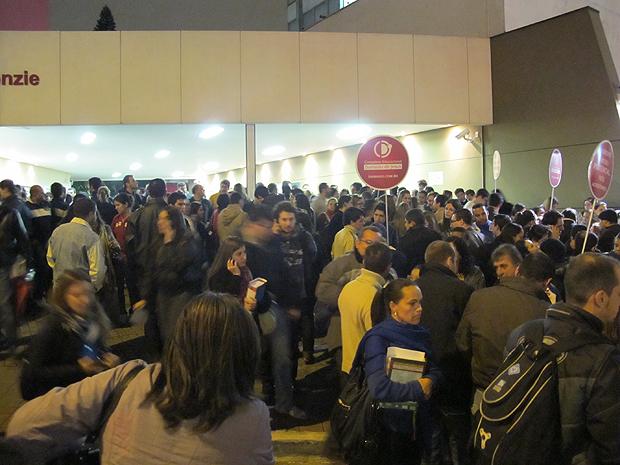 candidatos deixam prova da OAB em São Paulo (Foto: Marcelo Monegato/G1)