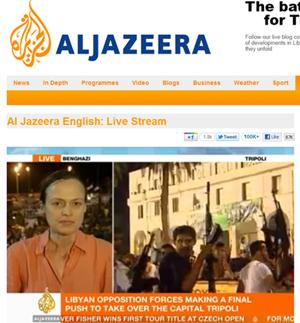Imagens da televisão Al Jazeera mostram rebeldes comemorando a invasão na praça central de Trípoli (Foto: Reprodução/Al Jazeera)