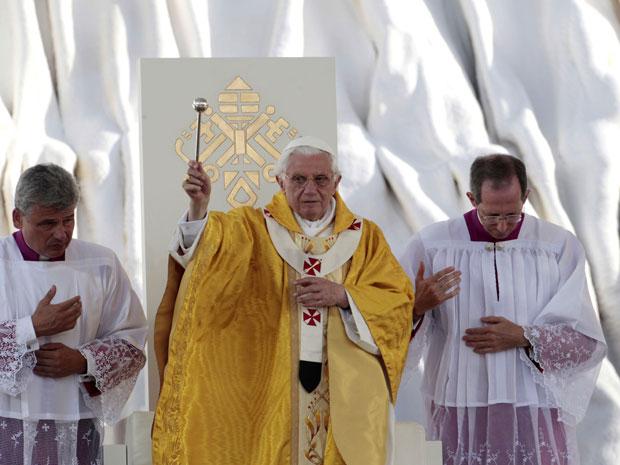 Papa Bento XVI celebrou neste domingo (21) missa de encerramento da Jornada Mundial da Juventude, em Madri (Foto: Gregorio Borgia/AP)