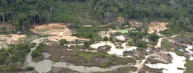 Cerca de 100 garimpeiros exploravam garimpo Novo Astro quando operação foi deflagrada no local. (Foto: Reprodução/TVCA)