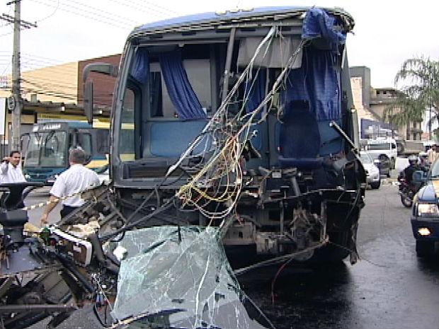Acidente com ônibus no ES (Foto: Reprodução/TV Gazeta)