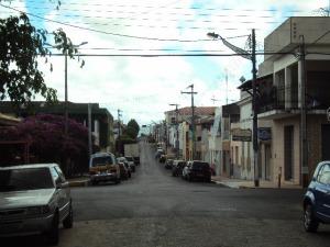 """Placa """"de costa"""" para motorista em Maranguape foi removida (Foto: Glaudiane Saturnino/Colaboração)"""