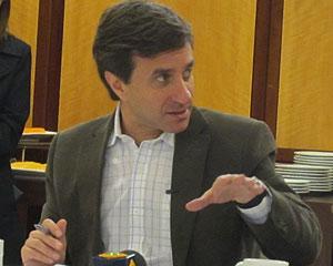 Hélio Rotenberg, presidente da Positivo, falou com jornalistas nesta terça-feira (23) (Foto: Laura Brentano/G1)