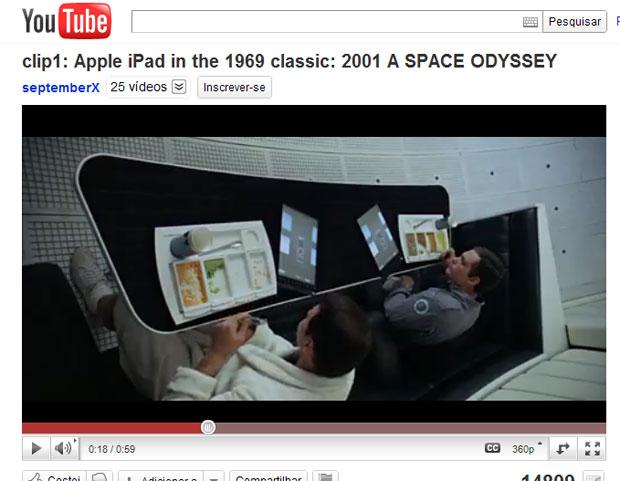 """Cena do filme """"2001: uma odisseia no espaço"""" em que astronautas aparecem usando tablets (Foto: Reprodução)"""