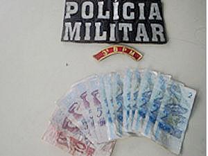 Polícia recuperou dinheiro roubado de mercearia de Cuiabá (Foto: Divulgação / Polícia Militar)