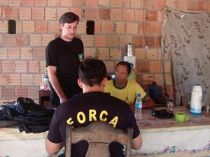 Investigadores da Força Nacional fazem proteção a agricultor que sofreu atentado em Nova Ipixuna (PA) (Foto: Divulgação/Fernando de Souza/Força Nacional)