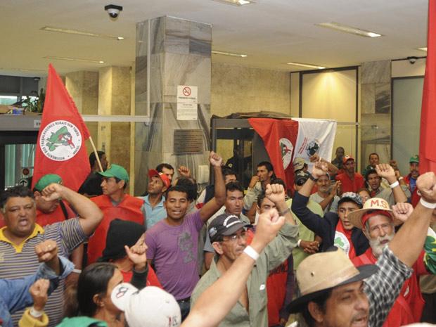 Grupo ocupou recepção do ministério, mas não chegou a subir no prédio, segundo a assessoria de imprensa da pasta (Foto: Agência Brasil)