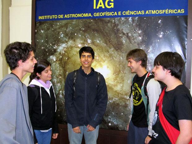 Os estudantes Rafael, Tábata, Gustavo, Ivan e Pedro vão representar o Brasil na olimpíada (Foto: Divulgação)