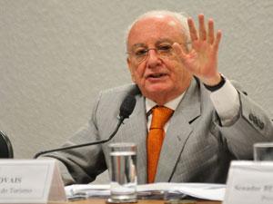 O ministro do Turismo, Pedro Novais, durante audiência no Senado (Foto: Pedro Ladeira/Agência O Globo )