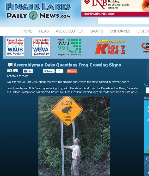 Placa 'Devagar, passagem de sapos' foi colocada em estradas perto de parques estaduais. (Foto: Reprodução)
