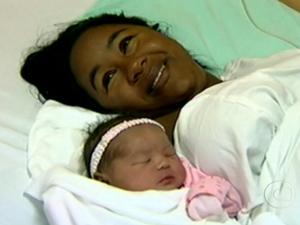 Nasce no RJ o 1º bebê brasileiro com ajuda de técnica de fertilização inédita (Foto: Reprodução/TV Globo)