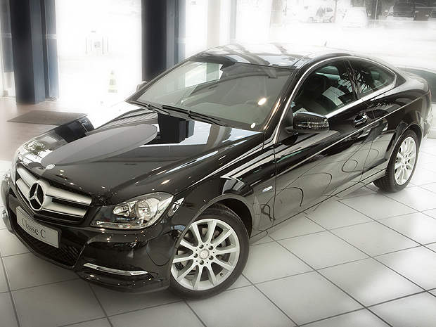 auto esporte mercedes benz traz classe c 180 turbo coup por r 126 5 mil. Black Bedroom Furniture Sets. Home Design Ideas