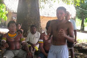 Liderança da tribo Arara da Volta Grande, Josinei, de 24 anos, promete resistência contra a obra (Foto: Mariana Oliveira / G1)