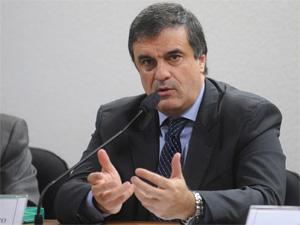 O ministro da Justiça, José Eduardo Cardozo, nesta quinta-feira (25), durante sessão no Senado (Foto: Wilson Dias/ABr)