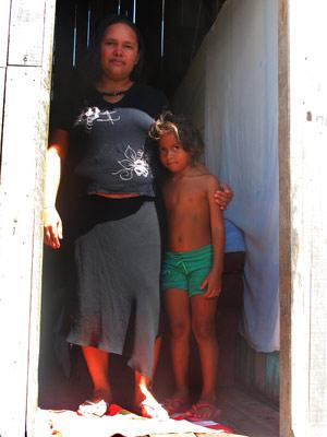 Deusolene Santos da Silva ganha R$ 400 mensais e mora de aluguel em área de Altamira de onde famílias serão retiradas por conta da obra da usina (Foto: Mariana Oliveira / G1)
