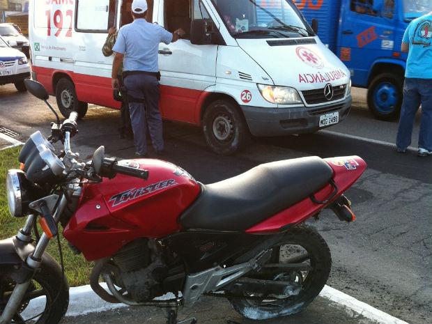 Motociclista se envolve em acidente em Vitória (Foto: Leandro Nossa / G1 ES)