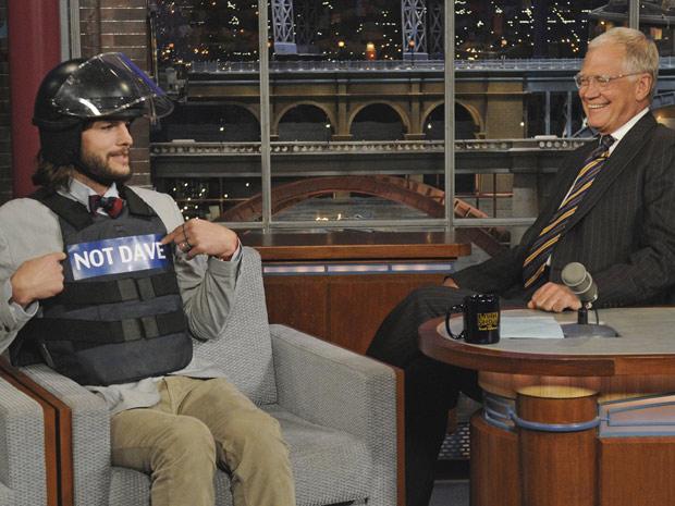 O ator Ashton Kutcher participa do programa David Letterman (Foto: AP)