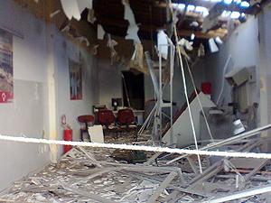 Caixa eletrônico explodido em Mulungu (Foto: William Santos/G1)