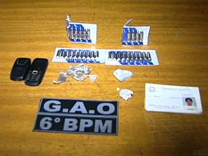 Drogas, munições e celulares foram apreendidos com o grupo. (Foto: Reprodução/TV Gazeta)