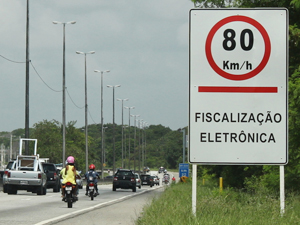 radar eletrônico (Foto: Genésio Vieira/PRF-PB)