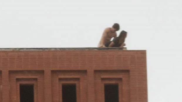 Em março, um casal foi fotografado fazendo sexo no telhado de um prédio da Universidade do Sul da Califórnia (USC) e provocou indignação na instituição. (Foto: Reprodução)