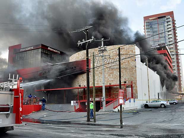 Cassino em Monterrey foi atacado com granada e gasolina. (Foto: AP Photo)