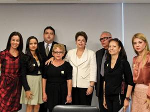 Presidente Dilma Rousseff recebe representantes da Associação dos Familiares das Vítimas do Voo 447 da Air France  (Foto: Roberto Stuckert Filho / Presidência)