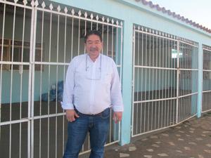 O técnico Eduardo Yamada tenta procurar imóvel em Altamira e diz que, em pouco mais de um ano, a mesma casa que encontrou por R$ 600 custa atualmente R$ 3.000 (Foto: Mariana Oliveira / G1)