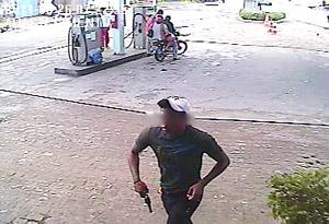 Assaltante de posto é flagrado por câmeras de segurança em Santa Rita,PB (Foto: Reprodução)