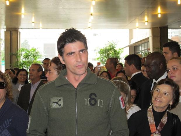 Reynaldo Gianecchini deixa hospital na região central de SP (Foto: Juliana Cardilli/G1)