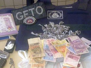 Drogas e dinheiro em Livramento de Nossa Senhora (Foto: Marcos Santos/ Site L12)